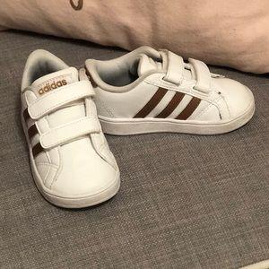 Adidas gold/white toddler sneaker 6